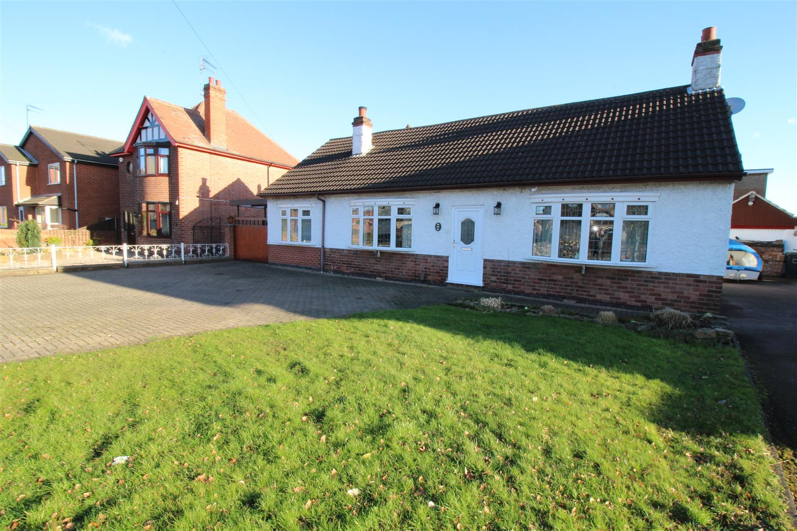4 Bedrooms Detached Bungalow for sale in High Road, Chilwell